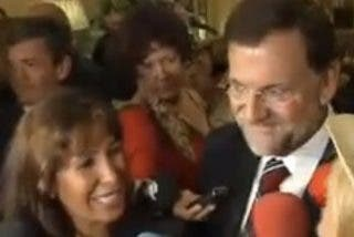 """Rajoy piropea a Adriana Abenia de """"Sálvame"""" e ignora al resto medios"""