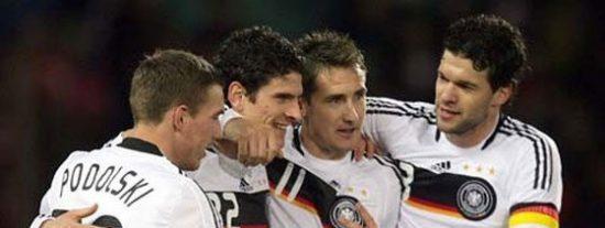 El agente de Ballack: 'La selección de Alemania es una pandilla de gays'