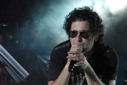 Andrés Calamaro, desastroso y genial en La Riviera