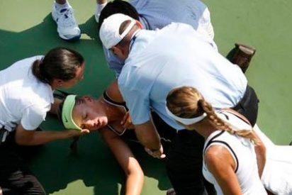Azarenka se golpeó en la cabeza calentando y sufre una ligera conmoción cerebral