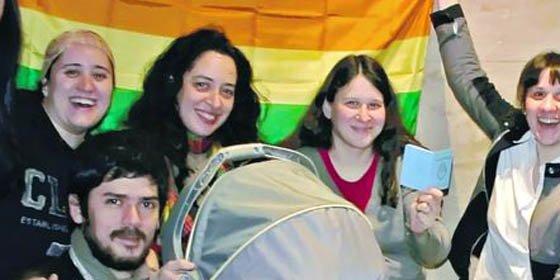 Inscriben al primer bebé como hijo de una pareja homosexual en Buenos Aires