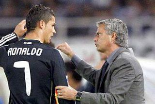 Mourinho se lleva dos salivazos a su llegada a Anoeta