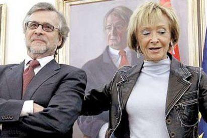 El País enfila a De la Vega y por Público le caen chuzos al PSOE