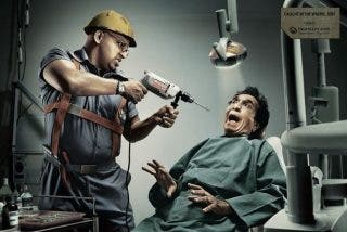 """Denuncia por estafa a 10 dentistas que le """"destrozaron la boca"""""""