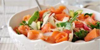 Ensalada de aguacate y salmón con vinagreta de naranja🍊