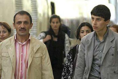 Los gitanos expulsados por Sarkozy desembarcan en Barcelona