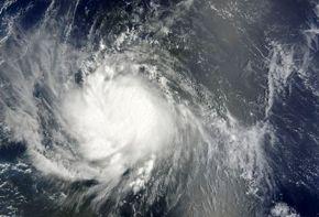 Obama emite alerta por catástrofe ante llegada del huracán Earl a costa este de EEUU
