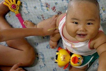 Un bebé de 10 meses tiene perplejos a los médicos chinos: pesa 20 kilos