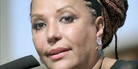 Destituyen a senadora colombiana Piedad Córdoba por colaborar con las FARC