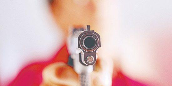 Una guardia civil de paisano se lía a tiros en una gasolinera de Villaviciosa
