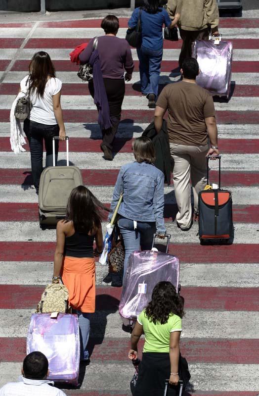 Los españoles recortaron un 3,6% sus viajes en agosto