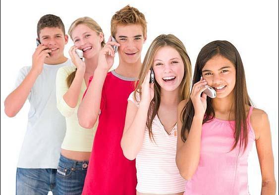 El 66,3% de los niños valencianos de entre 10 a 15 años tiene teléfono móvil, 17 puntos más que en 2004