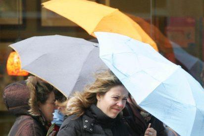 Los paraguas, imprescindibles en el fin de semana de 'Todos los Santos'