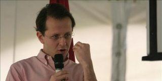 Ex ministro colombiano implicado en un escándalo por subsidios irregulares declina una embajada