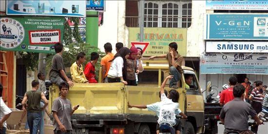 Al menos 40 muertos y 380 desaparecidos por un seísmo de 7,5 grados en Sumatra