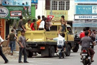 Al menos 100 muertos y 500 desaparecidos por el seísmo de 7,5 grados en Sumatra