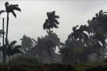 """La depresión tropical """"Richard"""" se desplaza por la bahía de Campeche"""