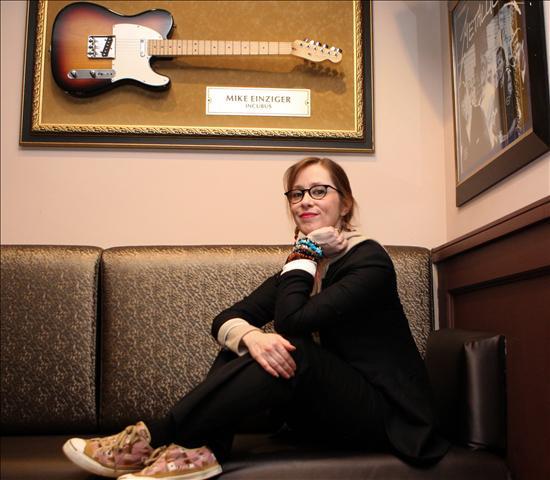 Suzanne Vega actúa en España a favor de la lucha contra el cáncer de mama