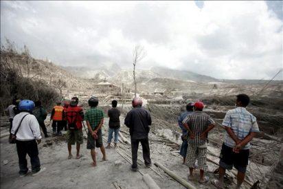 Ascienden a 28 los muertos por la erupción del volcán Merapi en Indonesia