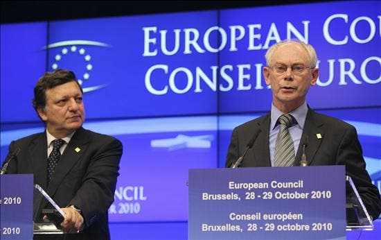 La UE acepta retocar su tratado para reforzar el euro