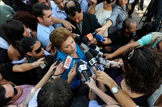 Lula arropa a Rousseff en el cierre de campaña y Serra pide un Brasil más ético