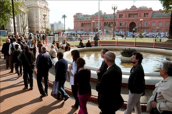 Cierran las puertas de la Casa Rosada para preparar el cortejo fúnebre de Kirchner