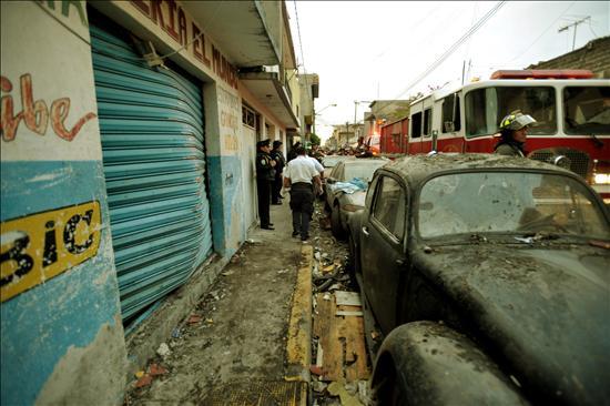 Seis muertos y una decena de heridos al estallar un polvorín en la capital mexicana