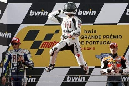 Lorenzo doblega a Rossi y alcanza su octavo triunfo del año