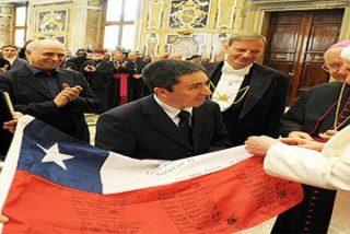 Bandera firmada por los mineros chilenos para el Papa