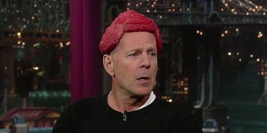 Willis parodia a Lady Gaga poniéndose carne en la cabeza