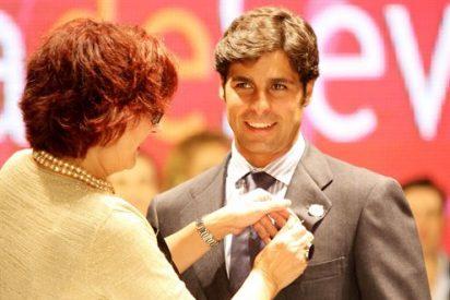 Francisco Rivera, galardonado con el 'Botón de nácar'