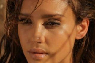 Pues resulta que Jessica Alba se duchó vestida en 'Machete' y el director la desnudó luego digitalmente
