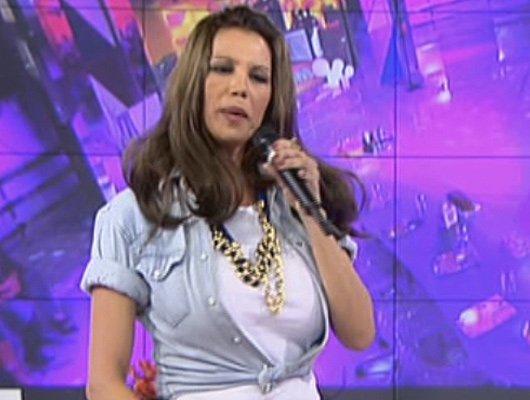 """La ex de """"Azúcar Moreno"""", Toñi Salazar, estrena pechos en """"Sálvame"""""""