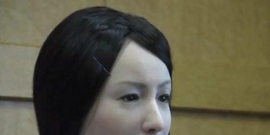 Si te atendiera esta enfermera robot con apariencia humana ¿no te daría miedo?