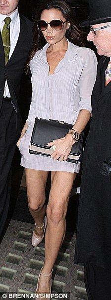 La prensa inglesa se ceba con Victoria Beckham por las arrugas de sus piernas