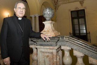 "Asenjo anuncia la llegada ""en breve"" de un obispo auxiliar"