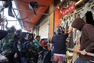 Detenido uno de los saqueadores de la tienda Levi's con pantalones con la alarma puesta