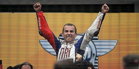 A falta de tres carreras, Jorge Lorenzo y Toni Elías logran los títulos de campeones del mundo de MotoGP y Moto2
