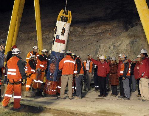 Mineros rechazan volver a mina San José para oficiar una misa