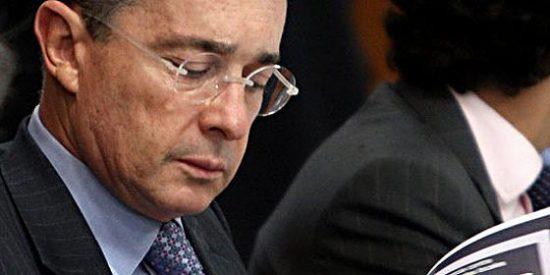 Álvaro Uribe advierte en Madrid contra escalada armamentista de Hugo Chávez