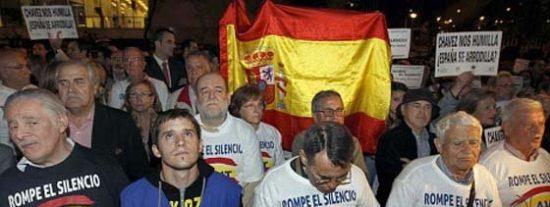 Las víctimas de ETA exigen a Zapatero que 'rompa relaciones con Venezuela'
