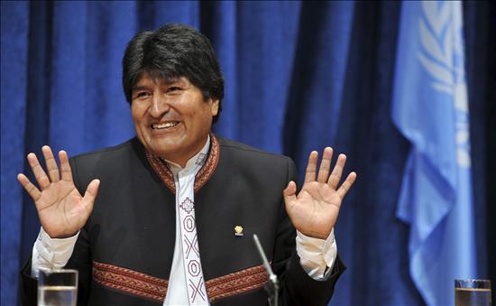 Dan de alta a Evo Morales tras operación de rodilla