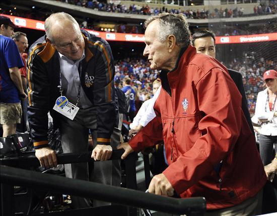 Los ex presidentes Bush, padre e hijo, no le dieron suerte a los Vigilantes