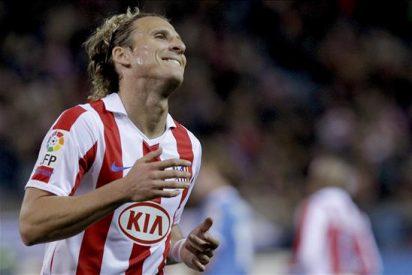 Forlán sólo sufre un esguince leve pero entra en la convocatoria del Atlético para la Liga Europa