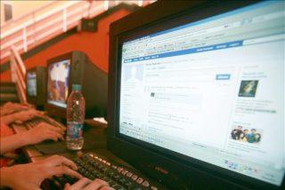 Aumenta el misterio por el anuncio que Facebook realizará mañana sobre los móviles