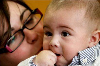Nace el primer bebé del mundo con un método que aumenta un 20 por ciento el éxito de la fecundación