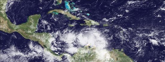 """La depresión """"Tomas"""" permanece poco organizada en su ruta hacia Haití"""