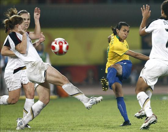 Las mejores jugadoras de fútbol de Sudamérica se preparan para la Copa América