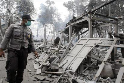 Otra erupción del volcán Merapi provoca 48 muertos en Indonesia