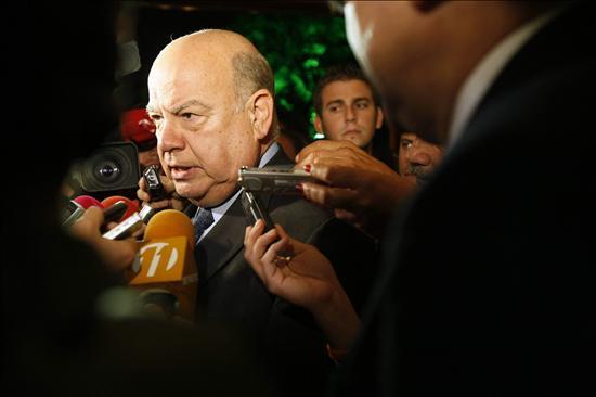 Insulza inicia la búsqueda de una solución al litigio en la cita con el canciller Castro